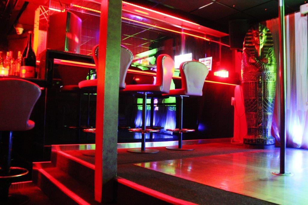 Erotica Prive Vipp Club Meerbeke Belgique bar champagne