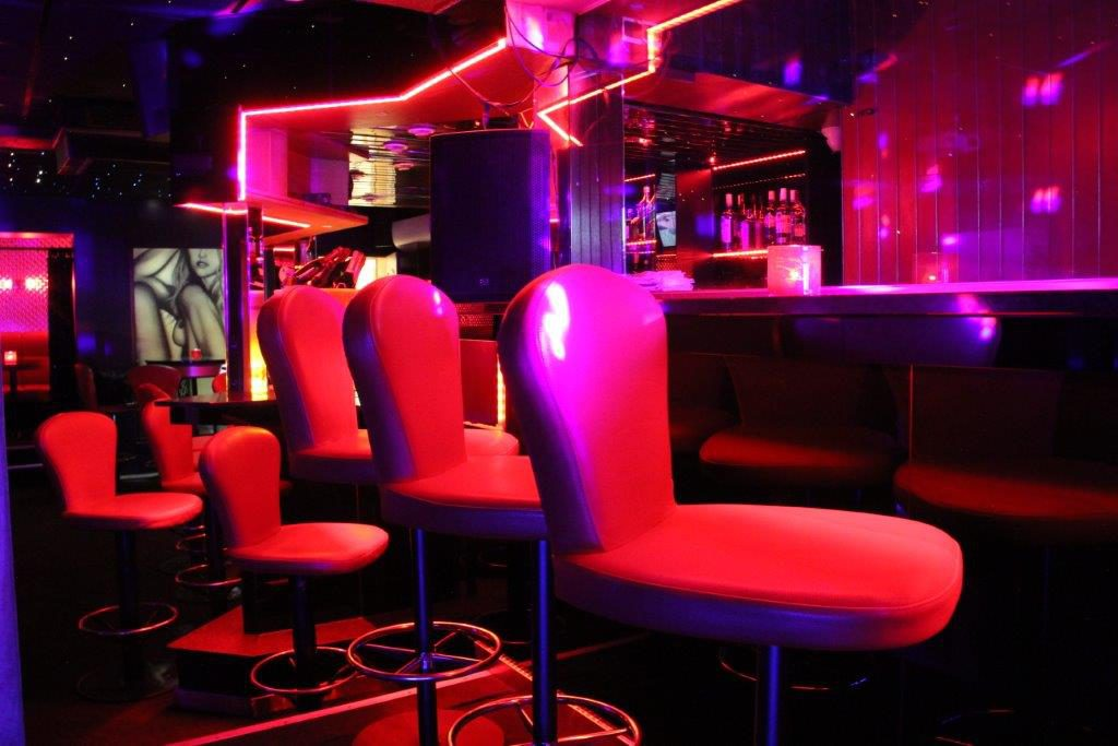 Meerbeke Bar prive Vipp Club Belgie massage relax
