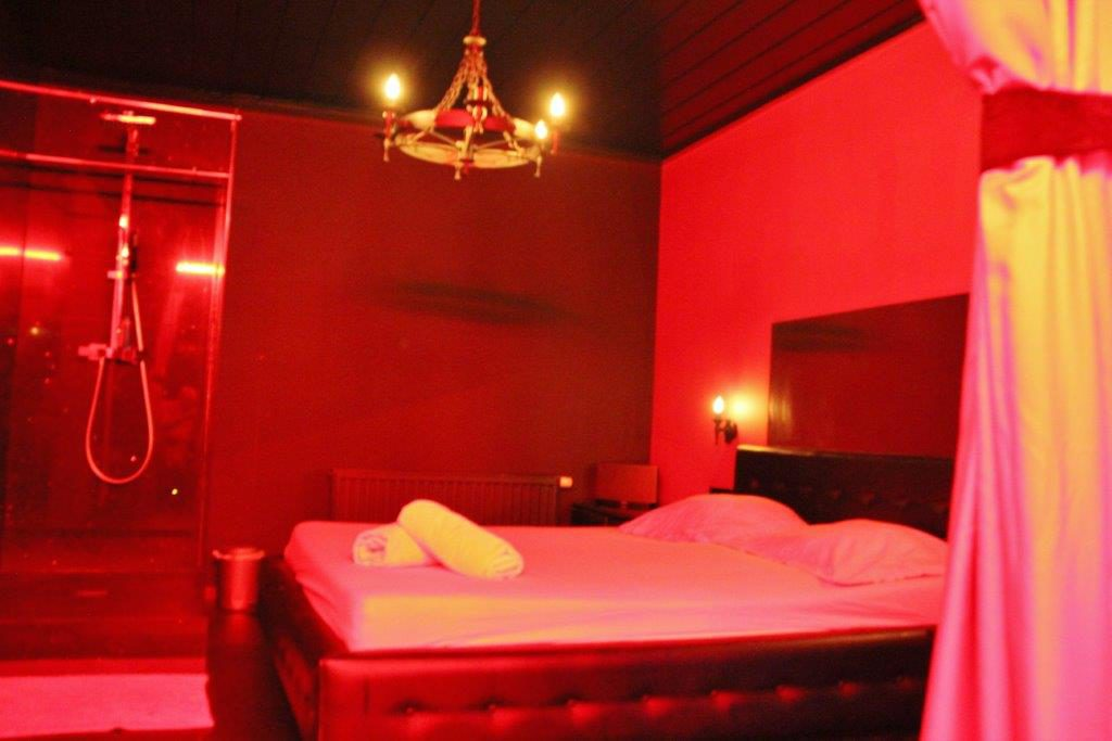 Room girls Vipp Club Meerbeke Ninove private bar
